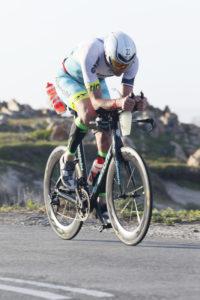 Alessandro Degasperi in azione all'Ironman South Africa con allestimento Mavic CXR ULTIMATE 80-60 tubolari