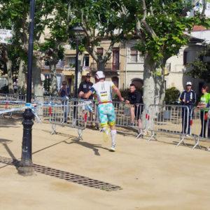 Alessandro Degasperi all'uscita della T2 nell'Ironman 70.3 Barcellona