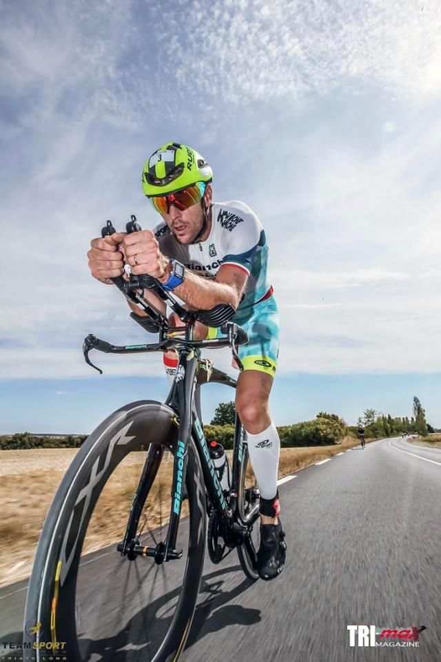 alessandro-degasperi-durante-la-frazione-bike-del-triathlong-international-de-la-cote-de-beaute-di-royan-2016