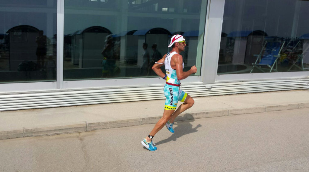 Alessandro Degasperi in azione nel Triathlon Olimpico di Grado due settimane fa