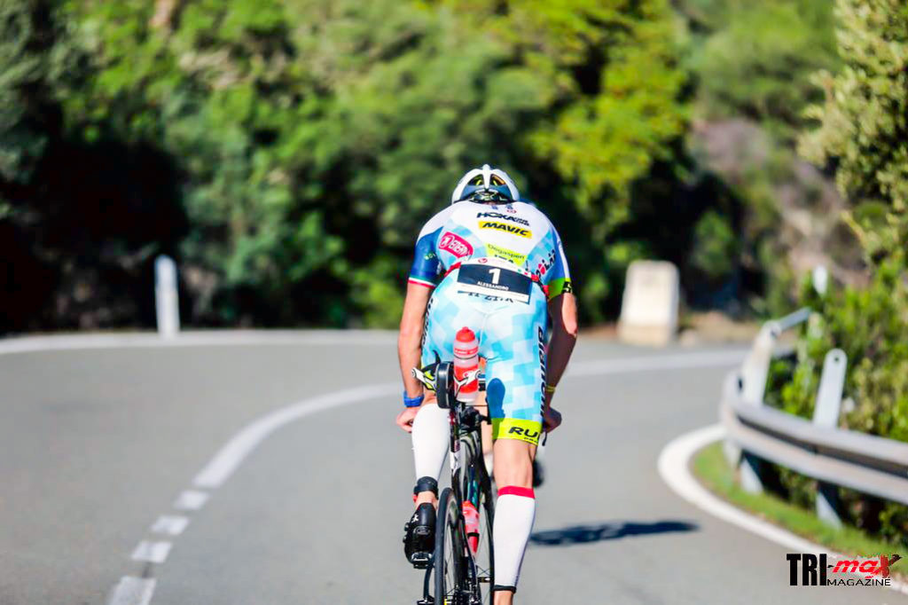 Alessandro Degasperi sul percorso bike del Challenge Forte Village Sardinia 2016 (Photo courtesy: trimax-mag.com)