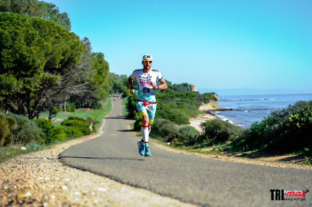 Alessandro Degasperi sul percorso run del Challenge Forte Village Sardinia 2016 (Photo courtesy: trimax-mag.com)